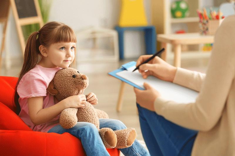 bambina in seduta psicologica